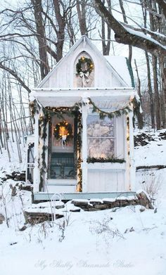 I cannot deal with the cuteness of this shabby chic tiny house! Now I want to add a porch to my garden shed! The tiny house built by Sandy Foster as featured on Shabbilicious Sunday Cottage Shabby Chic, Shabby Chic Bedrooms, Shabby Chic Kitchen, Cozy Cottage, Shabby Chic Homes, Shabby Chic Furniture, Shabby Chic Decor, Cottage Style, Cottage Design