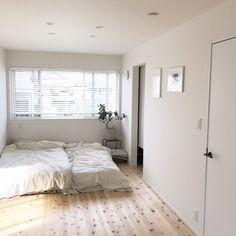 引っ越しの際、『ベッドをどうするか』について、とても悩みました。<br /><br />子供が2歳ということもあり、高さのあるベッドフレームは少し心配でした。床敷布団は埃やハウスダストも気になるところ。<br />その上、掃除がしやすく、部屋を広く見せたい、海外インテリアのようなステキな空間にしたい.....etc。<br /><br />そこで出会ったのが『折りたたんで布団干しも出来るニトリのスノコベッド』!!<br />本日はそんな良いとこだらけニトリのスノコベッドの魅力をお伝えしたいと思います。<br /><br />