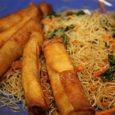 Two of my favorites - pancit lumpia. Pancit goes with lumpia like peanut butter goes with jelly. Filipino Dishes, Filipino Recipes, Asian Recipes, Gourmet Recipes, Cooking Recipes, Healthy Recipes, Filipino Food, Guam Recipes, Lumpia Recipe Filipino