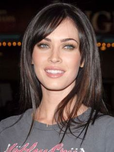 This look is really cute as Megan Fox has her straight long hair styled around her face. Her hair falls evenly at the sides leaving bangs to be swept at the forehead.The hair colouring is dark brown. Side Bangs Hairstyles, Straight Hairstyles, Cool Hairstyles, Side Bangs Long Hair, Wedding Hairstyles, Updo Hairstyle, Party Hairstyles, Megan Fox Hairstyles, Dark Hair Bangs