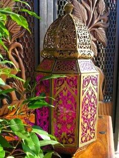 Arabian nights More - put colored paper in lanterns window Moroccan Art, Moroccan Theme, Moroccan Lanterns, Moroccan Interiors, Moroccan Design, Moroccan Style, Art Marocain, Jasmin Party, Wedding Table Themes