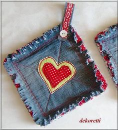 dekoretti's world: pot holders out of old jeans sew . Jean Crafts, Denim Crafts, Fabric Crafts, Sewing Crafts, Sewing Projects, Quilted Potholders, Denim Ideas, Creation Couture, Recycled Denim
