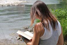 Leggendo sul Serio. Reading on Serio river.