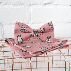 Original, one of a kind mens, pre-tied bowtie with french bulldogs and pocket square. 100% hand made!  Adjustable strap! Bow measures: 11 - 12 cm. Pocket square: 24 x 24 cm.  Frenchie french bulldogs pre-tied men's bowtie and pocket square - light pink  #bowtie #frenchie #frenchbulldog #buldog #bulldog #pocketsquare