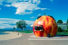 Legendary Penticton Peach, in Penticton, BC. OMG the peach! Vancouver City, Vancouver British Columbia, Things To Do In Kelowna, West Coast Canada, Light Trails, Holiday Places, Newfoundland And Labrador, Weekends Away, Pictures Images