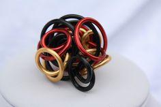 """#Schmuck #Ring #schwarz #rot #gold #EM2016 #Schalring Hier stelle ich Euch einen extravaganten Ring aus Aluminiumdraht aus meiner """"Wirrwarr-Ring"""" Kollektion vor. In diesem Fall habe ich 2 mm..."""