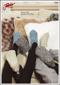 Warming slippers for the guests. Stick O, Fur Pillow, Pillows, Knitting Socks, Fingerless Gloves, Arm Warmers, Mittens, Knitting Patterns, Knitting Ideas
