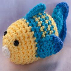 Patrón gratis. Amigurumi de un adorable pececito. ¡Aprende a tejer con los patrones gratuitos de Xicotet!