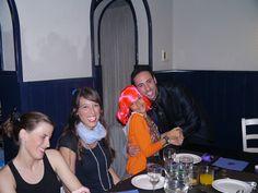 Celebración de despedida de soltera celebrada en Barcelona. Magia de cerca para las asistentas y muchas muchas risas. www.tumago.com