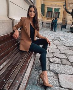 Classy Outfits, Chic Outfits, Fashion Outfits, Womens Fashion, Skirt Fashion, Fashion Tips, Cool Street Fashion, Work Fashion, Style Fashion