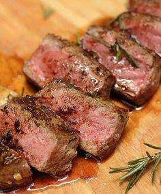 お肉好きにはたまりません!!ローズマリーガーリックバターステーキ | 【BBQレシピタンク】簡単・おしゃれレシピ集
