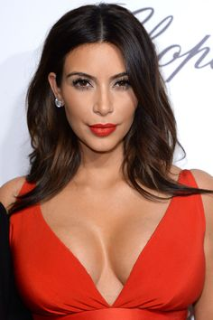 Find Your Kim Kardashian Long Loose Wave Lace Front Human Hair Wigs With Lowest Price and High Quality At Rewigs Store. Pretty Hairstyles, Wig Hairstyles, Hairstyles Pictures, Hairstyle Ideas, Kim Kardashian Cabelo, Kim Kardashian Highlights, Le Contouring, Subtle Ombre, Corte Y Color