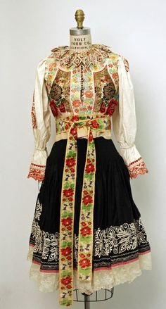 Wedding Ensemble traditional Slovak folk costume - century - Slovak ensemble (Metropolitan museum) - front view Medium: (a, b, c, e, f) cotton; (d) silk from met museum Folk Clothing, Historical Clothing, Traditional Fashion, Traditional Dresses, Bratislava, Folklore, Vintage Outfits, Costumes Around The World, Ethnic Dress