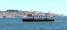 Cacilheiro no Tejo - Lisboa - Portugal