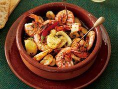 大庭 英子 さんのえびを使った「えびときのこのアヒージョ」。にんにく風味の油で煮るように加熱するスペインの小皿料理アヒージョ。殻ごと入れると、えびの風味が際立ちます。 NHK「きょうの料理」で放送された料理レシピや献立が満載。