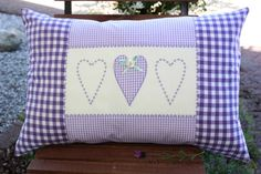 COJIN BORDADO A PUNTO DE CRUZ Pillow Crafts, Diy Pillows, Decorative Pillows, Throw Pillows, Cute Cushions, Crochet Cushions, Patchwork Cushion, Quilted Pillow, Diy Pillow Covers