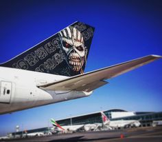 #ironmaiden's #aircarft #edforceone parked in #capetown #southafrica earlier. #bookofsoulsworldtour #avgeek #planeporn #avporn #aviationporn #tail #instaplane #instaaviation #cpt #cabincrew #boeing #boeinglovers #aviation #crewlife #flightattendantlife #flightattendant #cabincrew #travel #instatravel #planespotter #instagramaviation #megaplane #picoftheday by binx836
