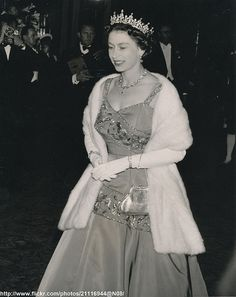 DATE:June 10 1958 H.Queen Elizabeth attended Gala Performance at Royal Opera House,Covent Garden ,in celebration of its Centenary /original photo British Royal Families, Royal Queen, Her Majesty The Queen, Queen Of England, Princess Margaret, Royal Fashion, Style Fashion, Royal Jewelry, Save The Queen