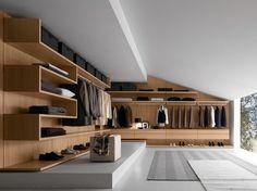 Begehbarer Kleiderschrank aus Eichenholz