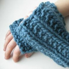 One Hour Fingerless Mitts 15 or 10 mm Yarn Weight: (6) Super Bulky/Super Chunky