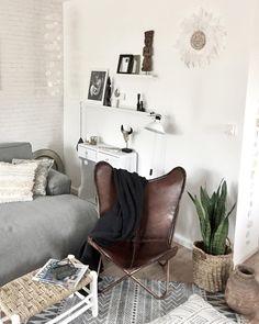 GroBartig Dieser Tolle Butterfly Stuhl Aus Braunem Leder Ist Das Highlight Dieses  Wohnzimmers