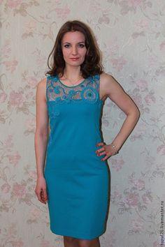 Купить или заказать Комбинированное платье 'Ундина' в интернет-магазине на Ярмарке Мастеров. Комбинированное платье шикарного цвета морской волны выполнено на заказ для очаровательной девушки Марины. В работе использованы чешский бисер, бусины сваровски, итальянский трикотаж. Можно выполнить в любом цвете и размере (уточнять в личной переписке), можно изменить рисунок и создать что то новое и неповторимое! Платье отлично подойдет как для торжественного случая в ресторане так и для…