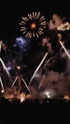 walt disney world// illuminations epcot fireworks Sky Aesthetic, Summer Aesthetic, Aesthetic Videos, Aesthetic Pictures, Fireworks Gif, Vsco Video, Tumblr Photography, Live Wallpapers, Disney Trips