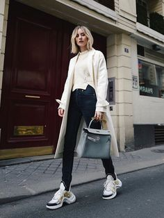 Stylish Fall Outfits With Trainers – Fashion and Wedding Ideas Mode Outfits, Casual Outfits, Fashion Outfits, Womens Fashion, High Fashion, Fashion Ideas, Trends 2018, Fall Winter Outfits, Sneakers Fashion