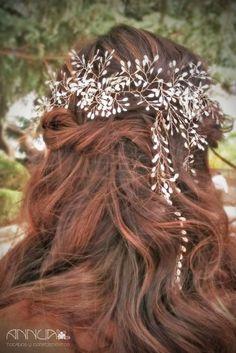 AnnuA tocados y complementos para novias, invitadas, bodas y fiestas Dreadlocks, Crown, Hair Styles, Grande, Beauty, Fashion, Boyfriends, Girls, Fascinators