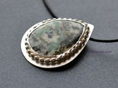 emerald and quartz pendant - emerald folklore
