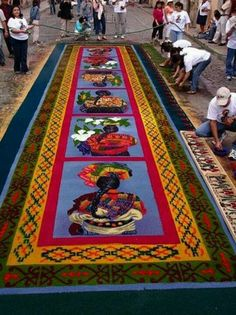 "alfombra de aserrin en Antigua Guatemala! bellísima!...I saw these beautiful ""tapestries"" with my own eyes.They are made out of colored rice..flowers...corks...magnificent works of art that at the end of the day,are swept up and shoveled into a waiting dump truck"