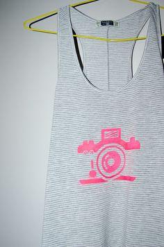 Cómo pintar un vestido con spray y plantillas. ¡Facilísimo! Decorar  CamisetasManualidades ... c78343cb7e887