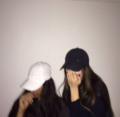 Image about girl in besties👯👯 ♂ by chloe_ on we heart it Best Friend Photography, Tumblr Photography, Photography Poses, Cute Friend Pictures, Best Friend Pictures, Bild Girls, Friend Tumblr, Insta Photo Ideas, Cute Friends
