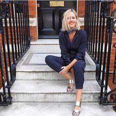 Lacivert tulum + metalik sandalet ✨ Urunler icin link profilimizde: @thefrugality #inspiration #fashionblogger  #streetstyle #ootd #outfitoftheday