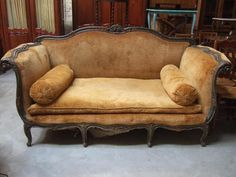 Canapé Style Napoleon III, souvent garni de frange   Style Second ...