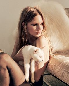 «Me at home with my cats minus the stunning model @annikakrijt»