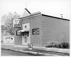 Original location of Home Run Inn Pizza in Chicago, 1940's.