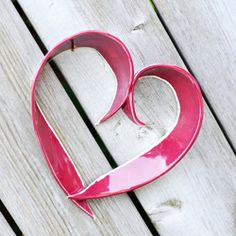 Make these cute and easy hearts from 2 strips of clay! Great valentine hearts to decorate with