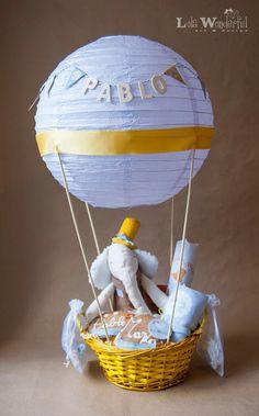 Cesta Globo aerostático para Bebé con peluche hecho a mano. http://lolawonderful.blogspot.com.es/2013/02/cesta-globo-aerostatico-para-bebe-con_19.html