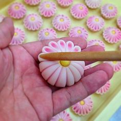 Japanese tea culture by Ocha & Co. Japanese Pastries, Japanese Dishes, Japanese Food Art, Wagashi Recipe, Japanese Treats, Japanese Desserts, Planet Cake, Japanese Wagashi, Tea Culture