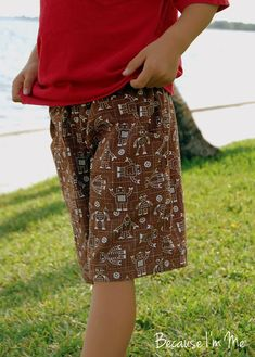 Because I'm Me Mama Made boys shorts sewing with cargo pocket, nice and easy handmade shorts for toddlers and up