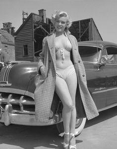 Marilyn Monroe looks hot in he. is listed (or ranked) 1 on the list The Hottest Marilyn Monroe Bikini Pictures Brigitte Bardot, Fotos Marilyn Monroe, Marilyn Monroe Body, Young Marilyn Monroe, Marilyn Monroe Swimsuit, Marilyn Monroe Outfits, Marilyn Monroe Poster, Marilyn Monroe Movies, Glamour