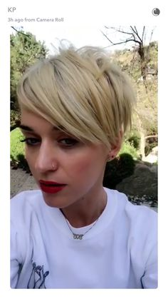 After reportedly breaking up with Orlando Bloom, Katy Perry cut her hair, going to Chris McMillan for a dramatic makeover, which she documented on Snapchat.