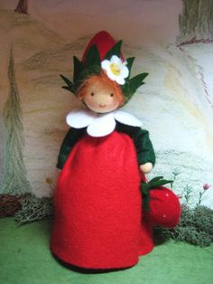 I love this strawberry Waldorf doll. Especially the little strawberry handbag that she has. Yarn Dolls, Felt Dolls, Diy Xmas Ornaments, Foam Sheet Crafts, Hedgehog Craft, Felt Fairy, Clothespin Dolls, Giant Paper Flowers, Tiny Dolls