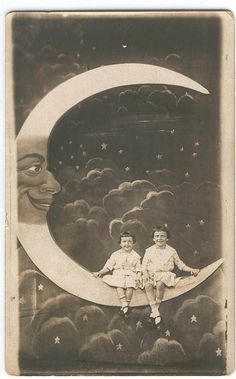 :: 1920's Paper moon Photography ::  If I had to do it again, I'd do something like this for my wedding reception.  Even sepia tinted.