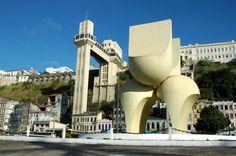 Salvador, Bahia, Brasil - Elevador Lacerda e Monumento à Cidade na Praça Visconde de Cairu