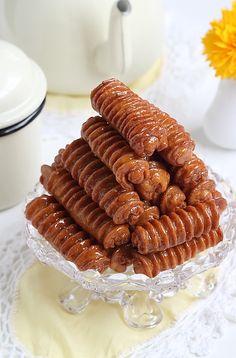 Jecontinuesur ma lancé des recettes spécial Ramadan, avec aujourd'hui des Grewech farcies.Croustillants, dorés etparfumés à l'anis, ...
