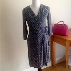 Ann Taylor wrap dress Ann Taylor wrap dress, in excellent condition! Really pretty & preppy pattern and material has a lot of stretch while still holding form well. Ann Taylor Dresses Midi