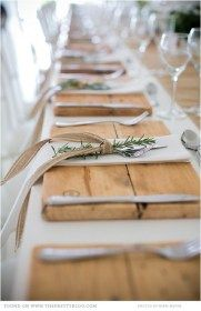 Wood Placemats, Rustic Wedding, Rustic Christmas, Rustic Thanksgiving, Rustic Table Fresh rosemary not only has a good fragrance but also Rustic Thanksgiving, Rustic Christmas, Thanksgiving Wedding, Thanksgiving Tablescapes, Christmas Deco, Vintage Christmas, Christmas Holidays, Wedding Table Settings, Place Settings