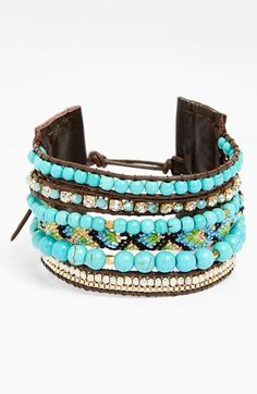 Love this turquoise beaded bracelet.